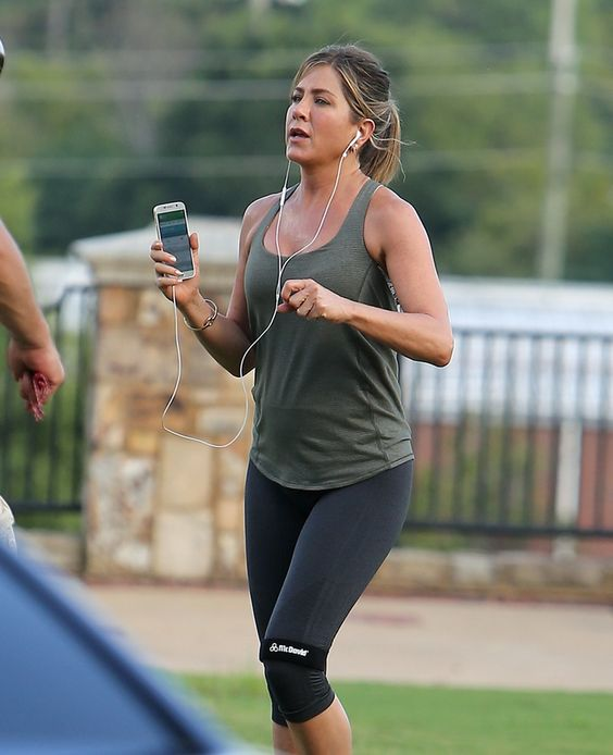 The cute actress Jennifer Aniston Work Following Exercise during vacation