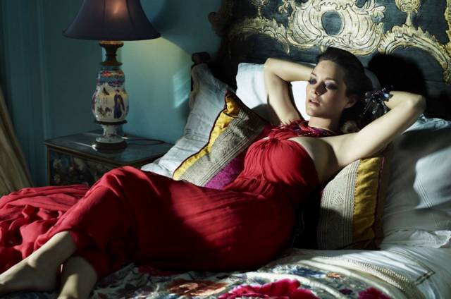 Sexy picture of the beautiful actress Marion Cotillard
