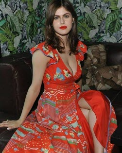 7 Hot Alexandra Daddario Pictures